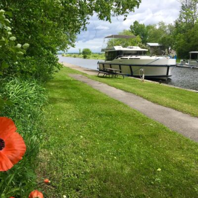 Canada Rideau Canal houseboat with poppy Credit Le Boat